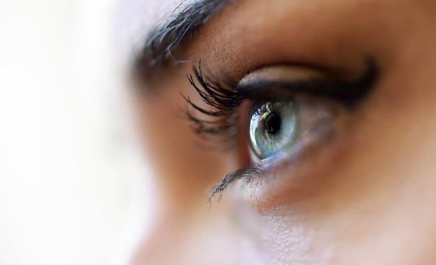 blue-eye-close_1139-517
